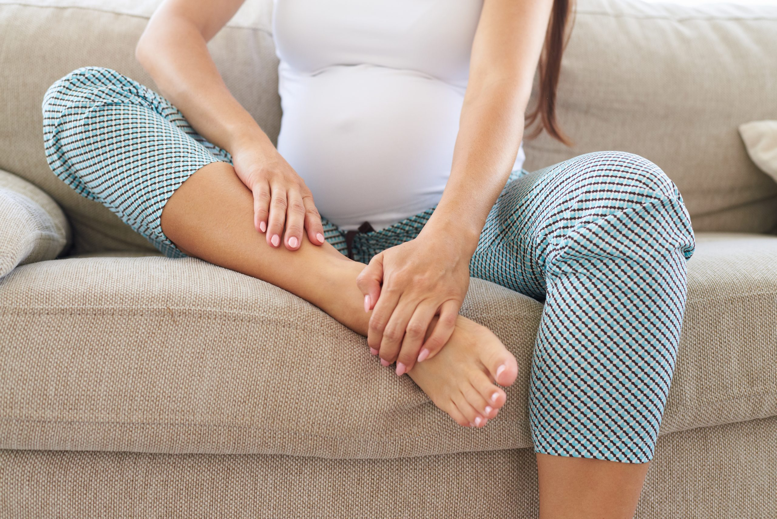Feeling Puffy? 8 Ways to Reduce Swelling In Pregnancy